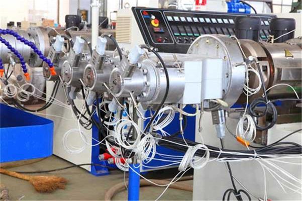 PVC一出四管材生产线